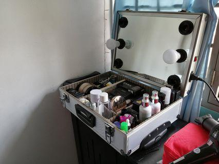 MUA BEAUTY CASE WITH MIRROR & Lights RM250 ONLY