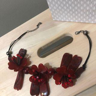 Kalung Merah Bunga