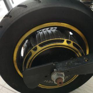 Selling a set of 1000w motor cw 10inch tire