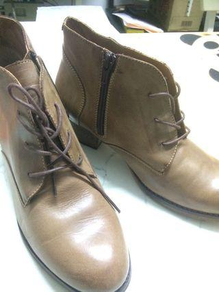 Woman Leather Boots very nice!