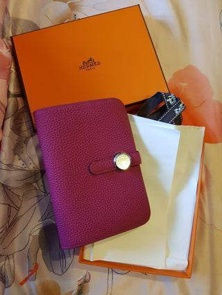 Hermes Compact Dogon Wallet in Pourpre