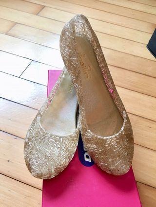 金色平底涼鞋
