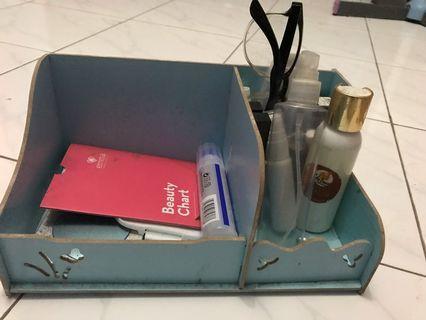 Kotak kayu makeup