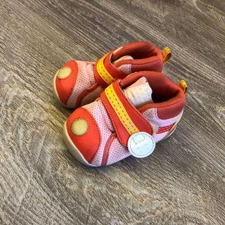 Pigeon baby shoes