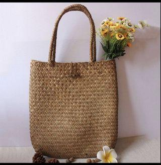 🚚 Rustic Straw Bag