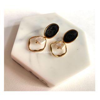 黑星空貝耳環貝殼