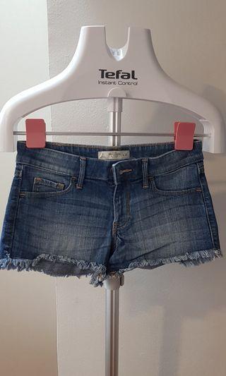 🚚 Denim Shorts Abercrombie & Fitch size 25