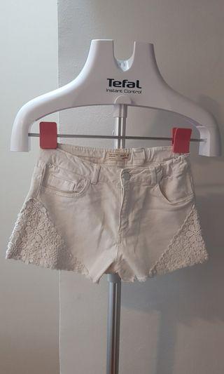 🚚 White Denim Shorts Zara size 11/12