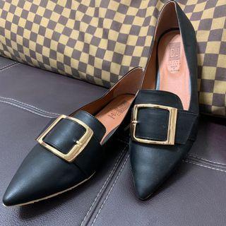 全新✨25號尖頭平底鞋