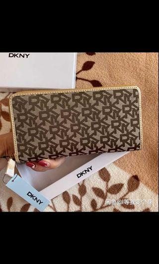 🚚 Authentic DKNY long zip wallet clutch