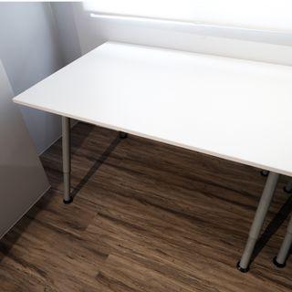 白色辦公桌