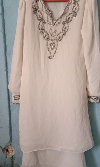Baju kurung moden dan jubah