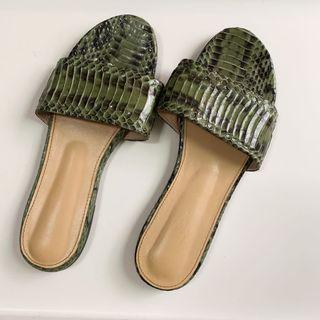 [近全新 原價2000] 真皮 蛇紋 平底鞋 涼鞋 拖鞋 懶人鞋 39 適合24cm 38 US7