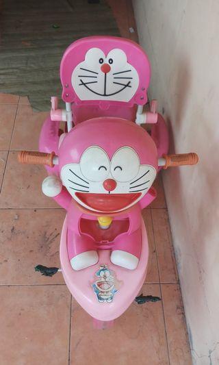 Becak anak doraemon pink