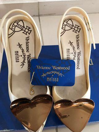 🚚 Melissa x Vivienne Westwood heels