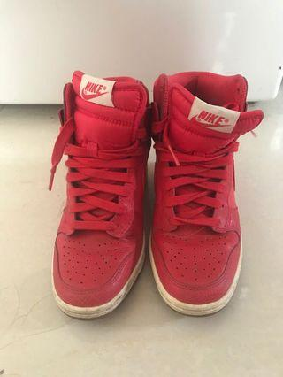 Nike red trainers 紅色高跟運動鞋
