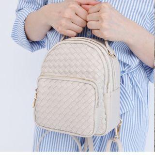 天藍小舖-編織格紋雙拉鍊斜背/後背包(全新)