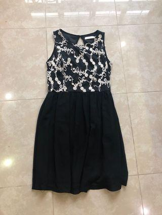 🚚 Keyhole back dress