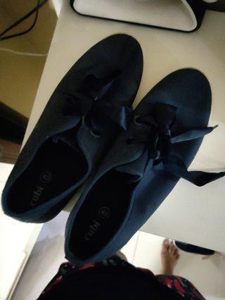 Dark blue shoe