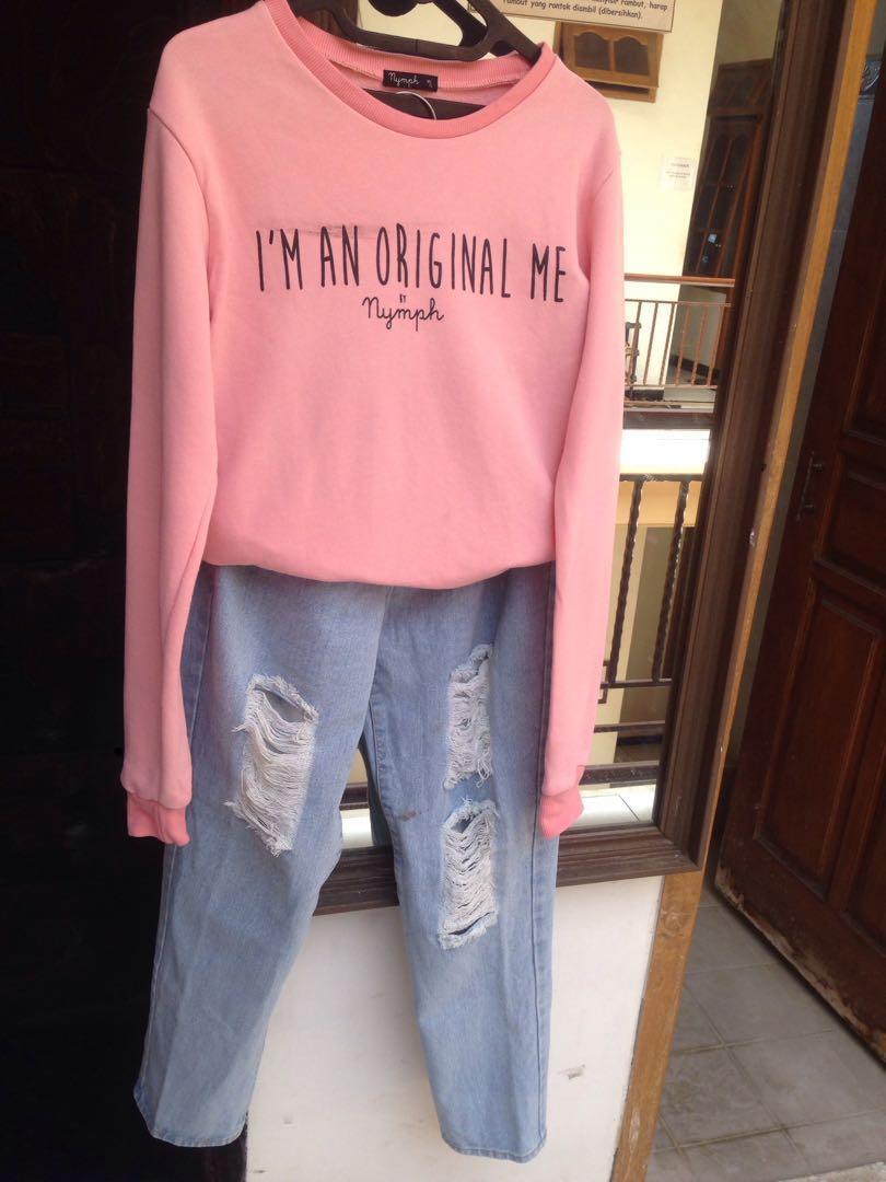 1 set sweater NYMPH dan ripped boyfriend jeans
