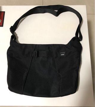 Crumpler Tablets/Ipads messenger bag