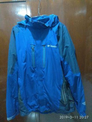 Jaket gunung colombia