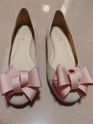 Sweet pink ribbon flats