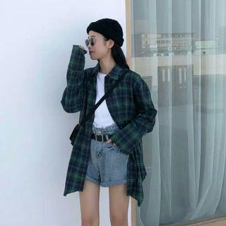Korean plaid shirt / atasan/ top/blouse/ casual/ kemeja/ plaid shirt / kemeja kotak-kotak/ kemeja winter/ autumn/spring/plaid outwear / plaid outer/kemeja oversized/oversized plaid shirt/