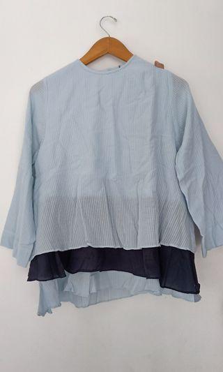 Raima top (pleats blue)