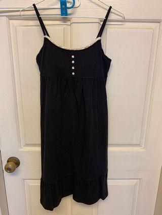 近全新lativ黑色細肩帶附bra洋裝可單穿或外搭牛仔外套(贈送H2O專櫃藍色外套