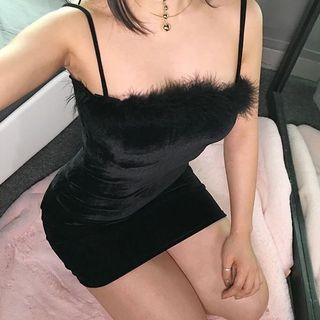Weekeep Sexy Velvet Spaghetti Strap Dress Women Sheath Bodycon Faux Fur Black Mini Dress Party Vestido Elegant Dresses