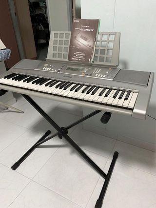 Yamaha E303 Electronic Keyboard
