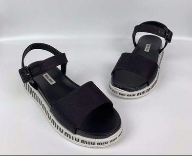Miu Miu 涼鞋 mules ! Size 35 , 35.5! $2480