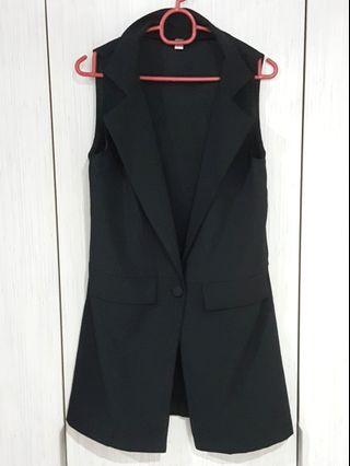 BLACK LONG SLEEVELESS VEST/COAT