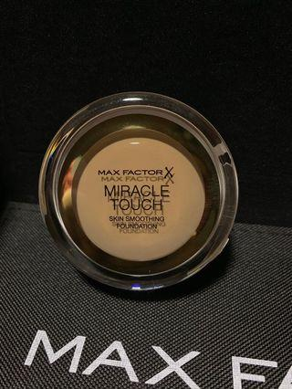 🚚 Miracle Touch Skin Smoothing Foundation (BRONZE 080)