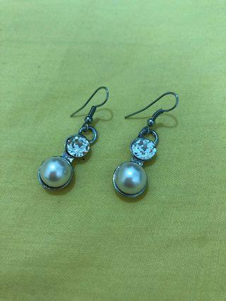 Bling Bling Pearl Ear Ring