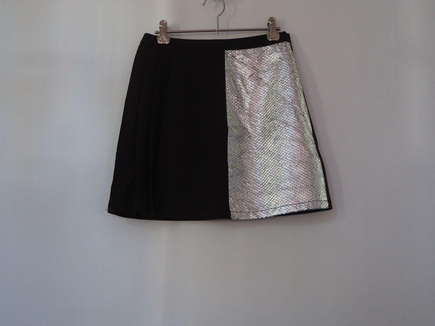 Metallic detail black skirt