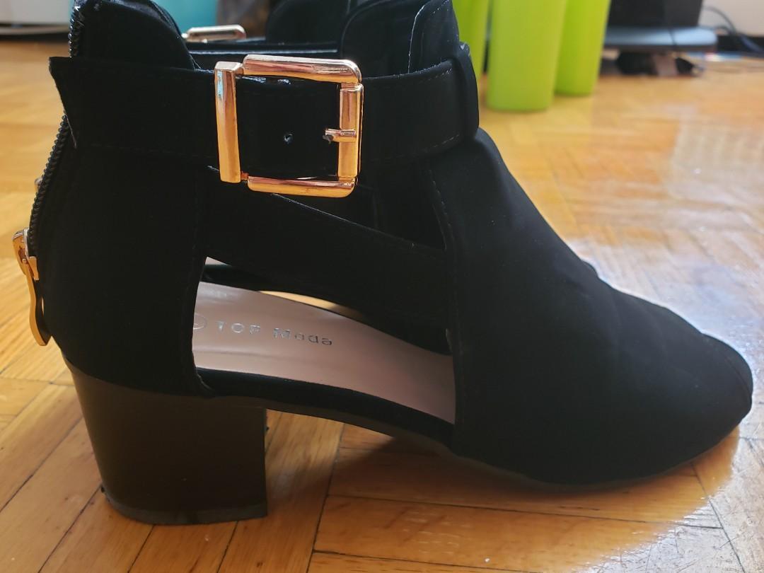 Peep toe black sandal size 7.5