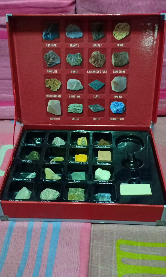 Rocks & Minerals Geology kit w/ Poster and Streak plate on