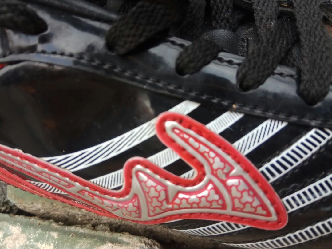 sepatu bola anak size 37