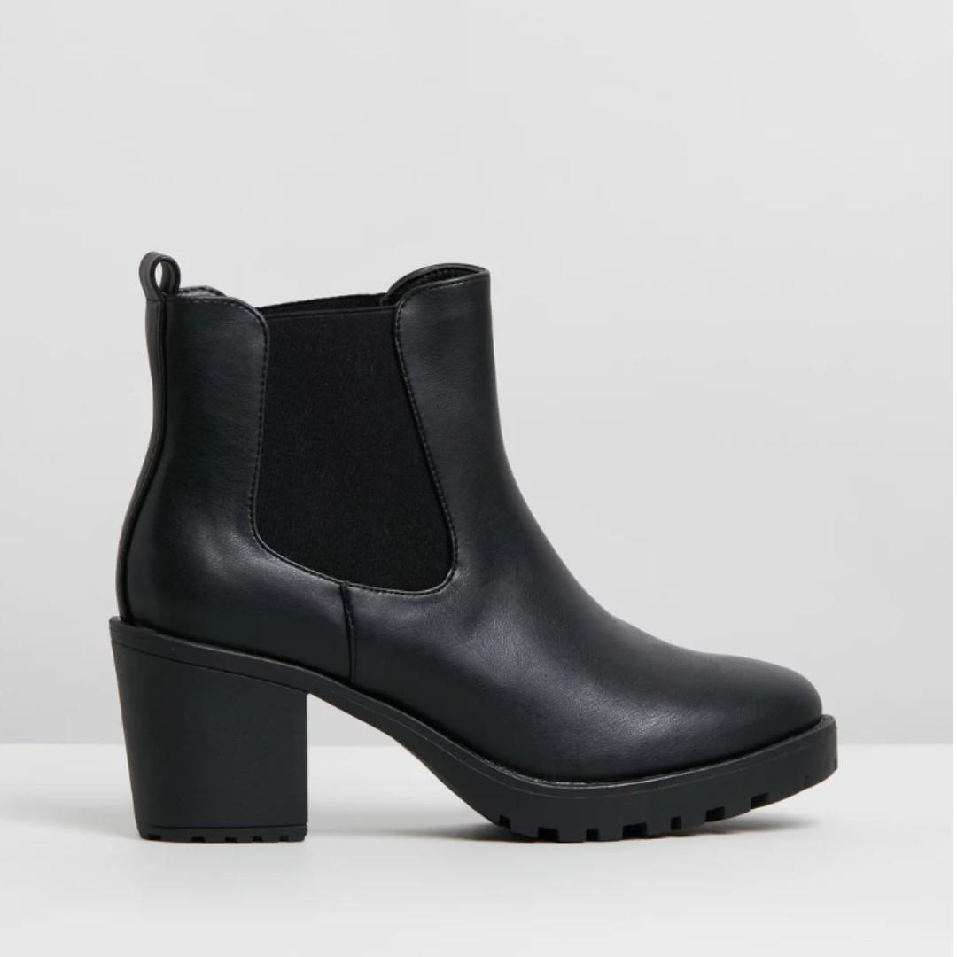 Spurr Violet Platform Ankle Boots (Size 7 in Black Smooth)
