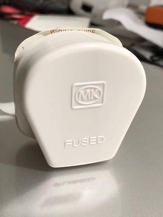 MK Plug 646 WHI