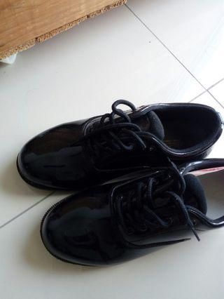 Black shoes/reduced