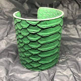Green Leather Cuff 綠色鱷魚皮皮手環
