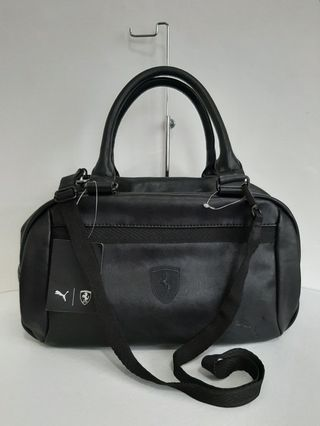 185587769b Puma Ferrari Black Lifestyle Handbag (Sports & Outdoors)