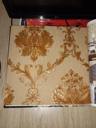 Wallpaperdinding motif klasik gold