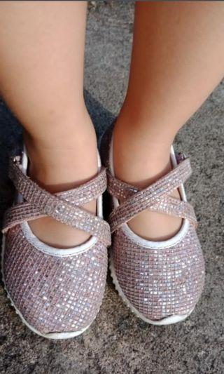 Sepatu anak perempuan gliter pink