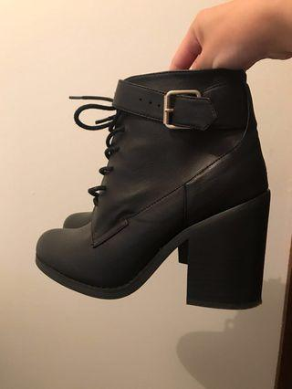 Lipstik Boots | Size 8.5