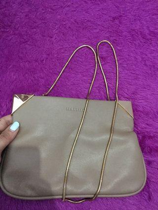 Massilca Sling Bag