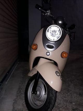 出售 2004年 山葉vino四行程50cc 米黃/黑色